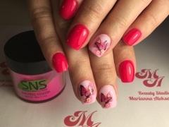 SNS Маникюр с слайдер-дизайном бабочки